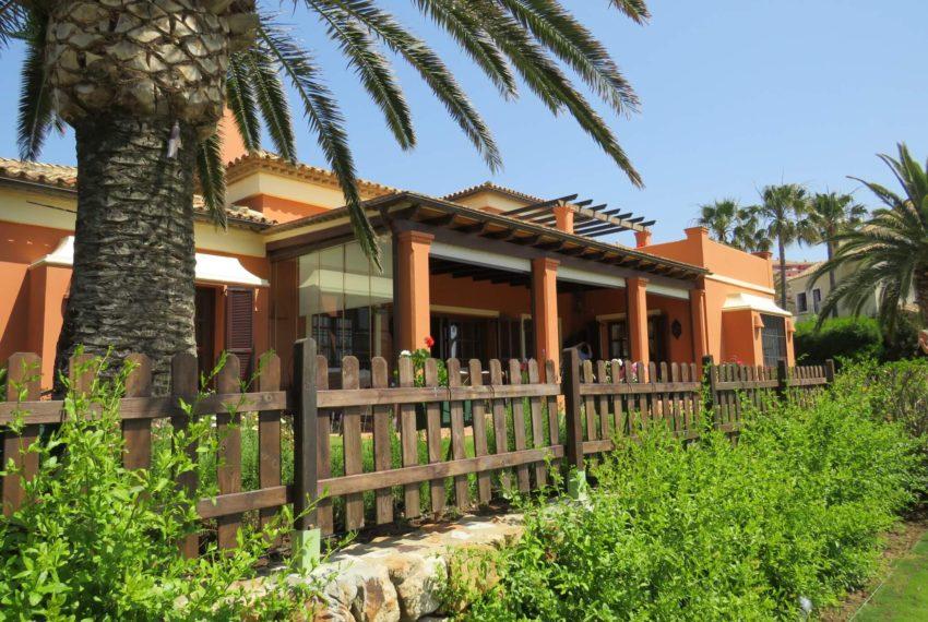 Duquesa-villa-to-buy-wiht-stunning-sea-golf-views-private-garden-entrance-toilets-pool-2