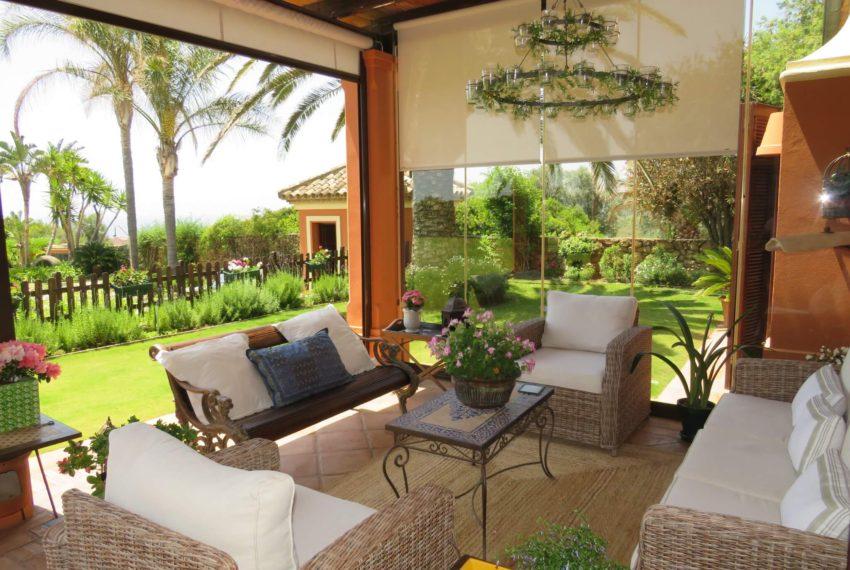 Duquesa-villa-to-buy-wiht-stunning-sea-golf-views-private-garden-entrance-toilets-pool-glass-terrace