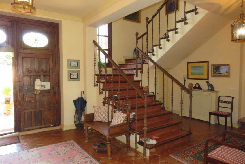 Duquesa-villa-to-buy-wiht-stunning-sea-golf-views-private-garden-entrance-toilets-pool-hall