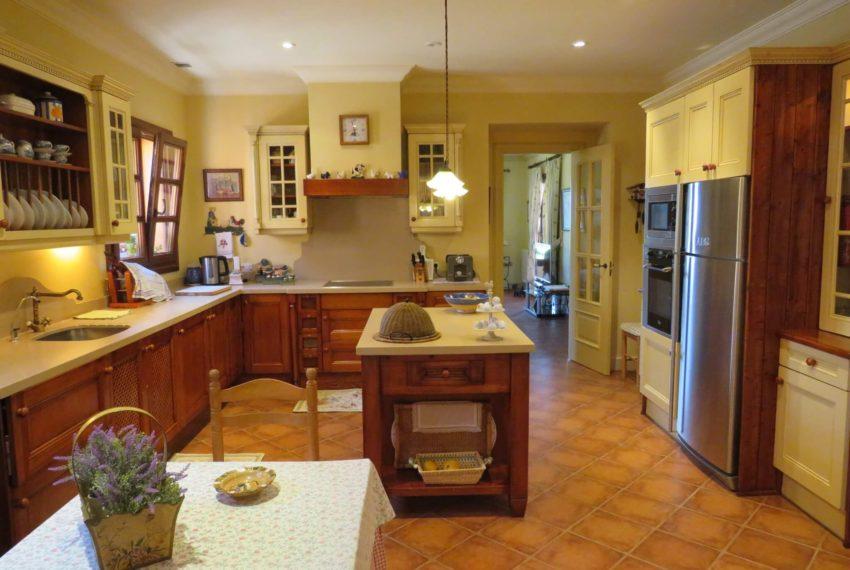 Duquesa-villa-to-buy-wiht-stunning-sea-golf-views-private-garden-entrance-toilets-pool-kitchen-all