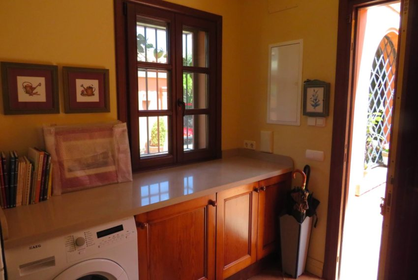 Duquesa-villa-to-buy-wiht-stunning-sea-golf-views-private-garden-entrance-toilets-pool-laundry