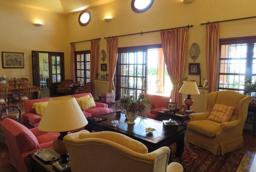 Duquesa-villa-to-buy-wiht-stunning-sea-golf-views-private-garden-entrance-toilets-pool-lounge-windows