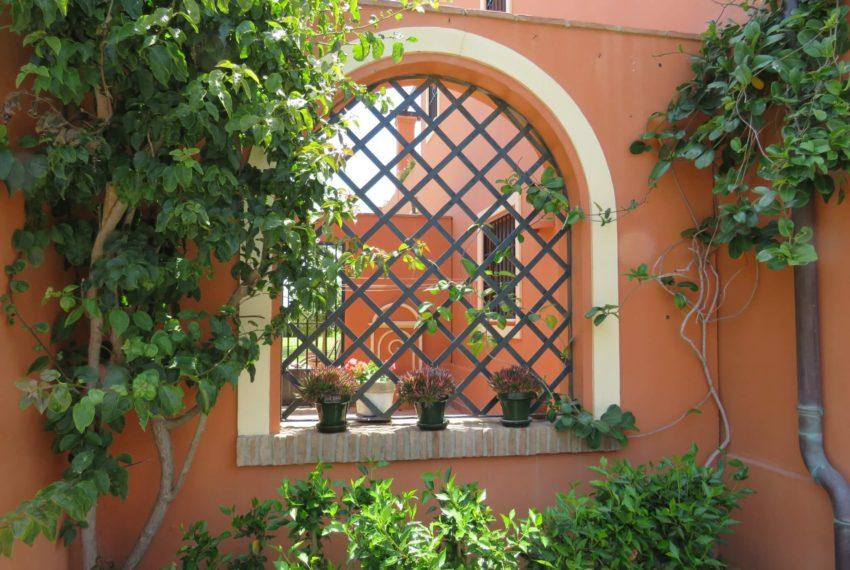 Duquesa-villa-to-buy-wiht-stunning-sea-golf-views-private-garden-entrance-toilets-pool-patio