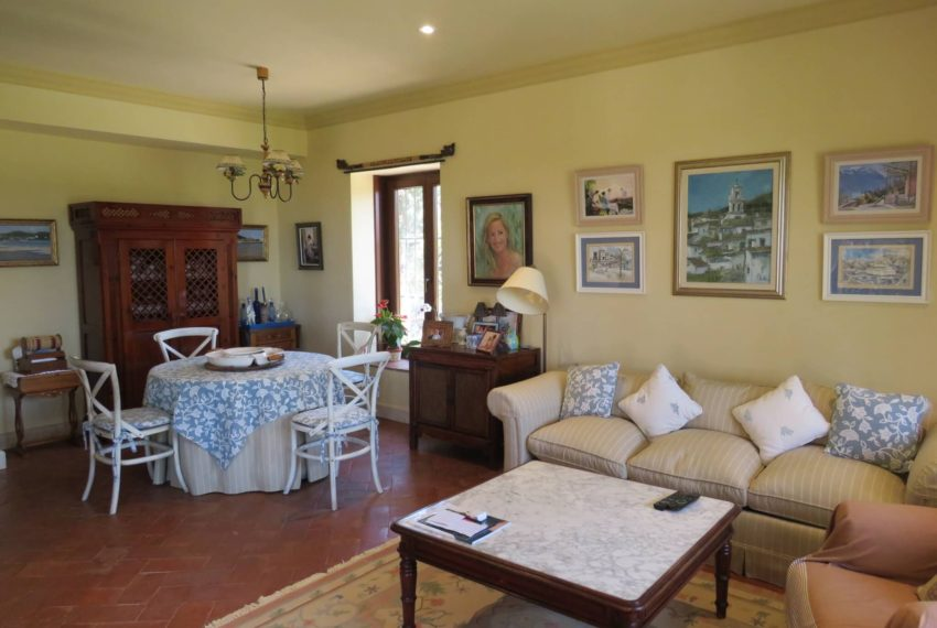 Duquesa-villa-to-buy-wiht-stunning-sea-golf-views-private-garden-entrance-toilets-pool-same