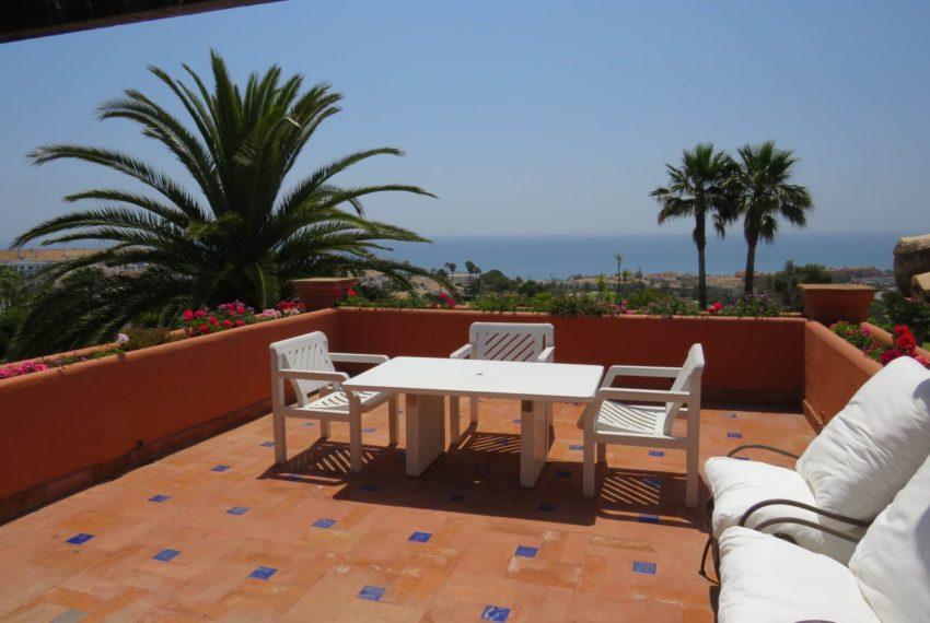 Duquesa-villa-to-buy-wiht-stunning-sea-golf-views-private-garden-entrance-toilets-pool-solarium