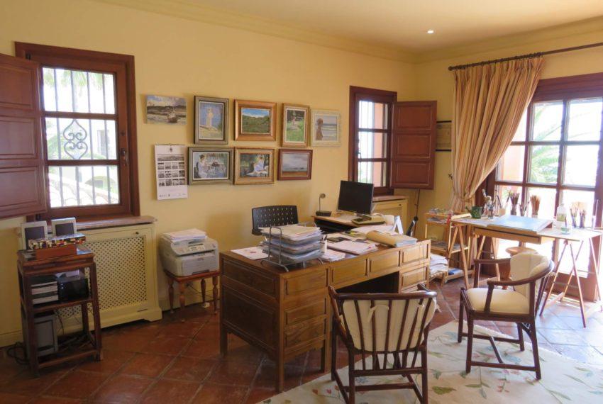 Duquesa-villa-to-buy-wiht-stunning-sea-golf-views-private-garden-entrance-toilets-pool-studio
