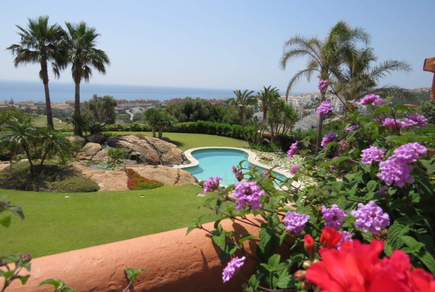Duquesa-villa-to-buy-wiht-stunning-sea-golf-views-private-garden-entrance-toilets-pool-top-terrace
