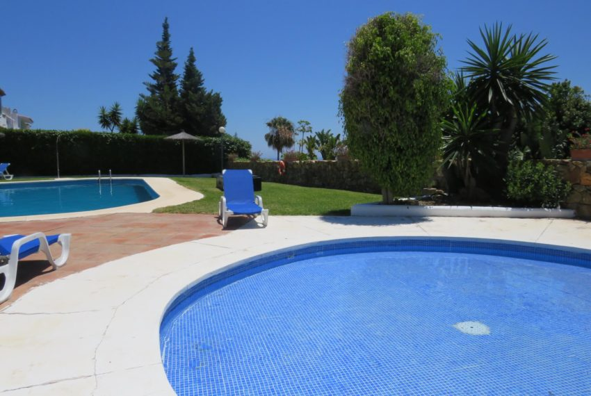 semi-detached-3bedrooms-house-duquesa-area-for-buy-big-terrace-sea-views-basement-manilva-pools