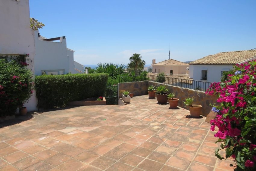 semi-detached-3bedrooms-house-duquesa-area-for-buy-big-terrace-sea-views-basement-manilva-view-from-terrace