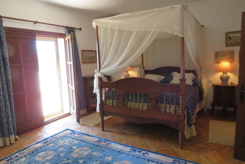 villa-to-buy-duquesa-golf-manilva-spectacular-sea-views-south-orientation-corner-terrace-blue-bedroom
