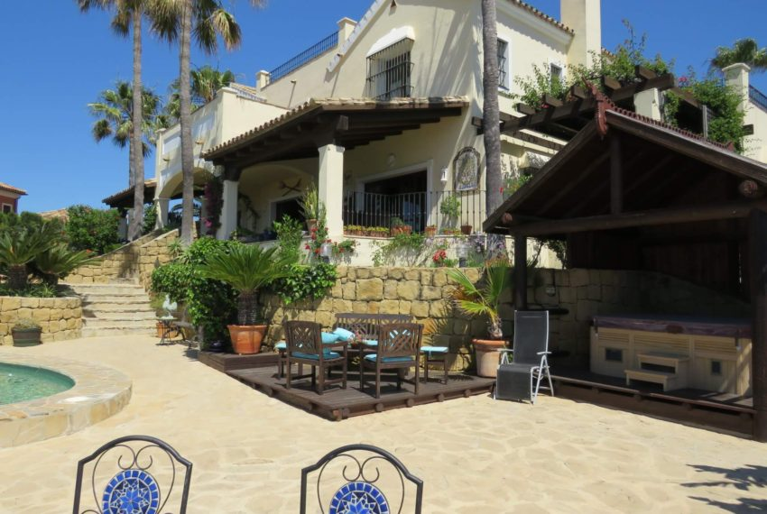 villa-to-buy-duquesa-golf-manilva-spectacular-sea-views-south-orientation-corner-terrace-corner