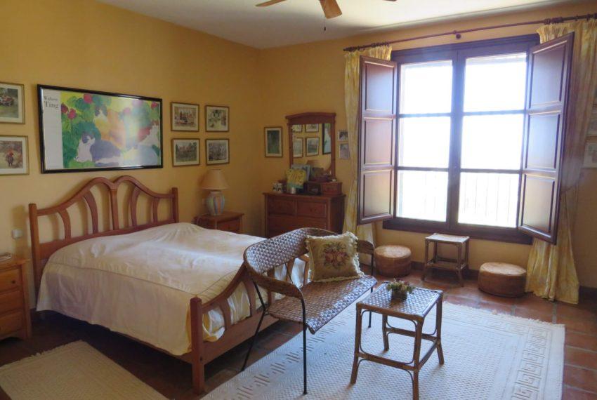 villa-to-buy-duquesa-golf-manilva-spectacular-sea-views-south-orientation-corner-terrace-cream-bedroom