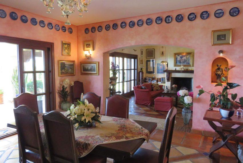 villa-to-buy-duquesa-golf-manilva-spectacular-sea-views-south-orientation-corner-terrace-dinning-room