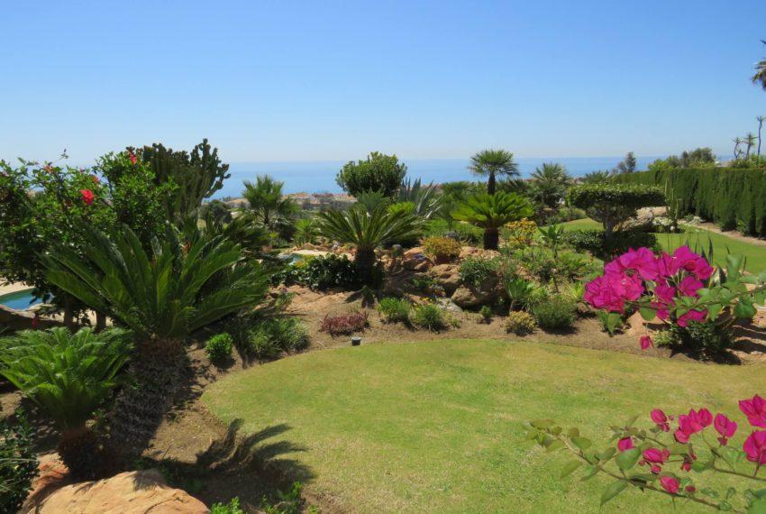 villa-to-buy-duquesa-golf-manilva-spectacular-sea-views-south-orientation-corner-terrace-flowers