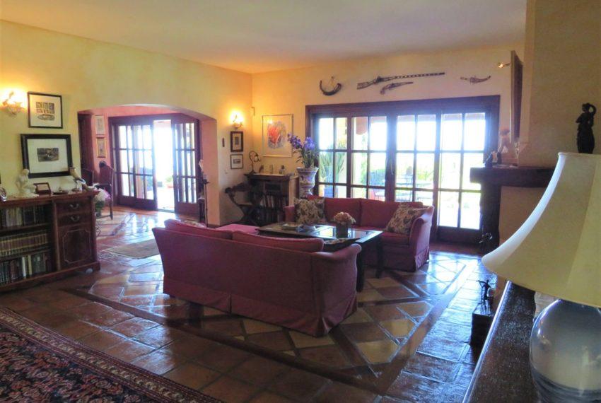 villa-to-buy-duquesa-golf-manilva-spectacular-sea-views-south-orientation-corner-terrace-lounge-windows