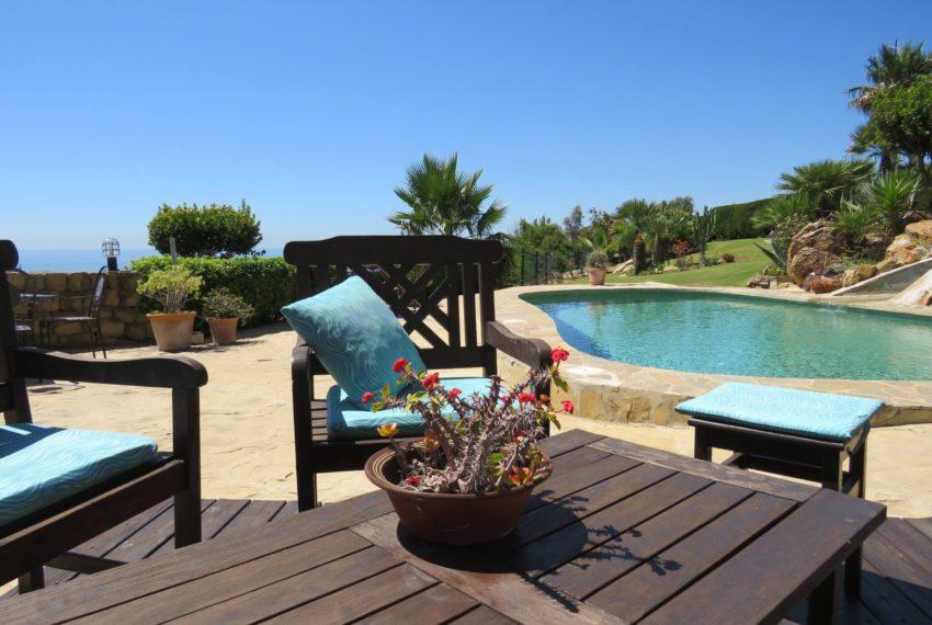villa-to-buy-duquesa-golf-manilva-spectacular-sea-views-south-orientation-corner-terrace-mojito-corner