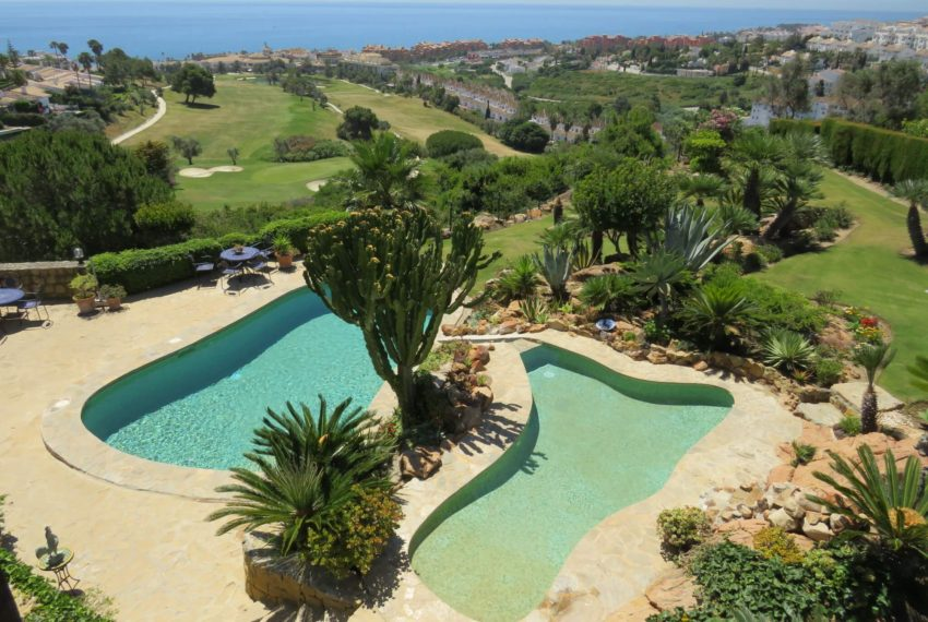 villa-to-buy-duquesa-golf-manilva-spectacular-sea-views-south-orientation-corner-terrace-overview