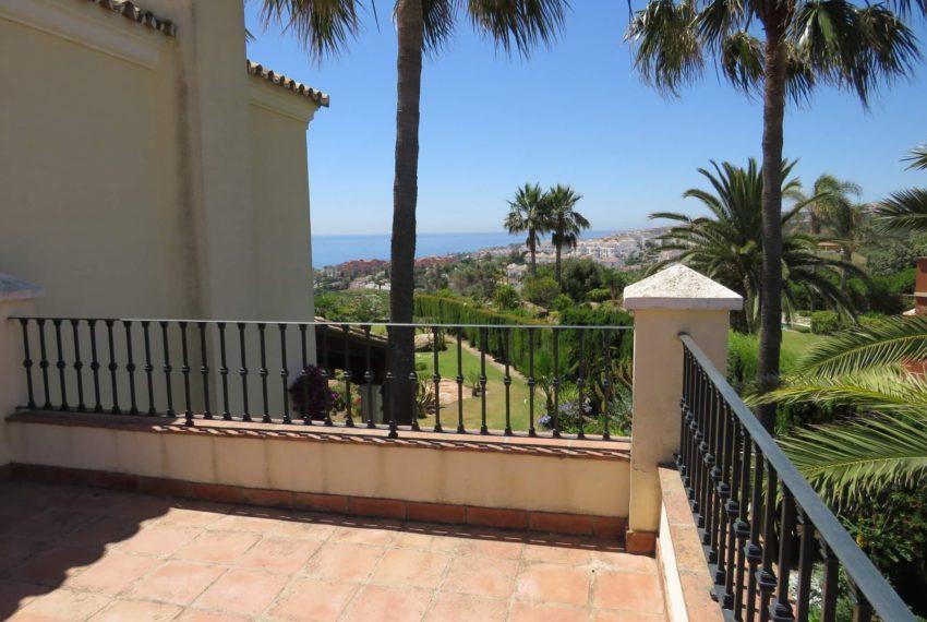 villa-to-buy-duquesa-golf-manilva-spectacular-sea-views-south-orientation-corner-terrace-palms-tree