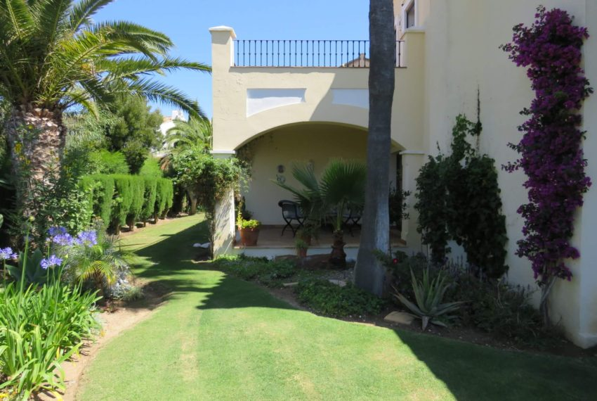 villa-to-buy-duquesa-golf-manilva-spectacular-sea-views-south-orientation-corner-terrace-right-side