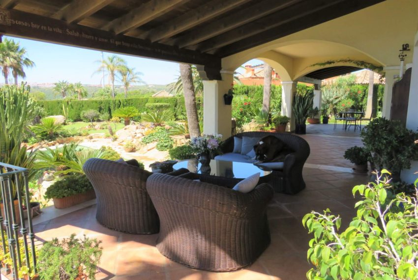 villa-to-buy-duquesa-golf-manilva-spectacular-sea-views-south-orientation-corner-terrace-side