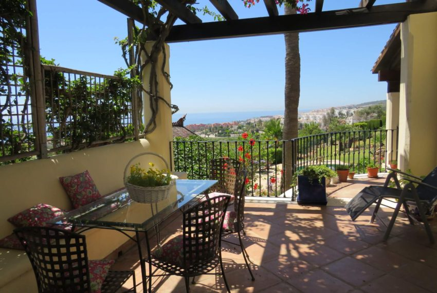 villa-to-buy-duquesa-golf-manilva-spectacular-sea-views-south-orientation-corner-terrace-summer