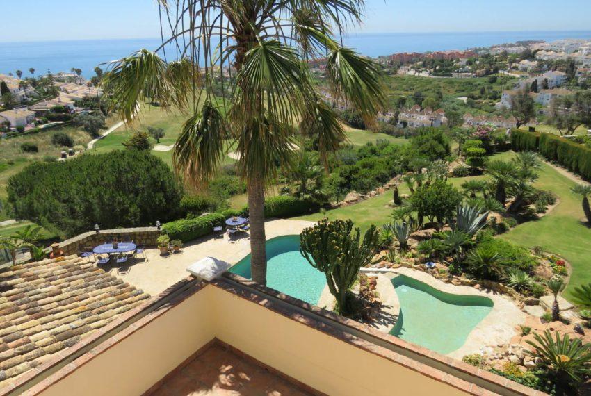 villa-to-buy-duquesa-golf-manilva-spectacular-sea-views-south-orientation-corner-terrace-top-floor