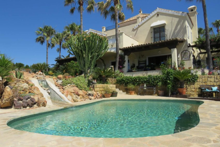 villa-to-buy-duquesa-golf-manilva-spectacular-sea-views-south-orientation-picture-from-swimming-pool