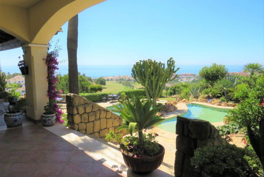 villa-to-buy-duquesa-golf-manilva-spectacular-sea-views-south-orientation-terrace