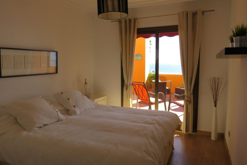 3bedrooms-apartment-buy-sea-views-very-first-line-beach-walking-distance-Estepona-port-bedroom1