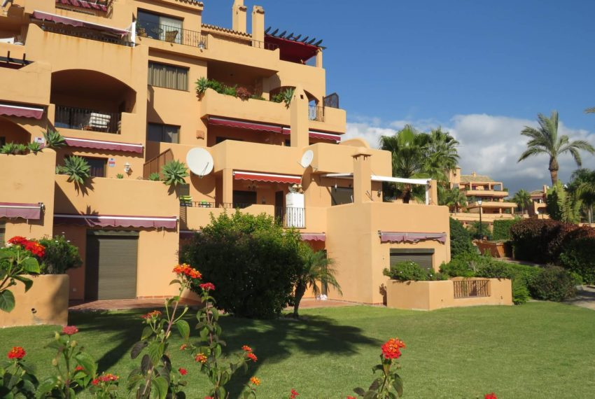 3bedrooms-apartment-buy-sea-views-very-first-line-beach-walking-distance-Estepona-port-building