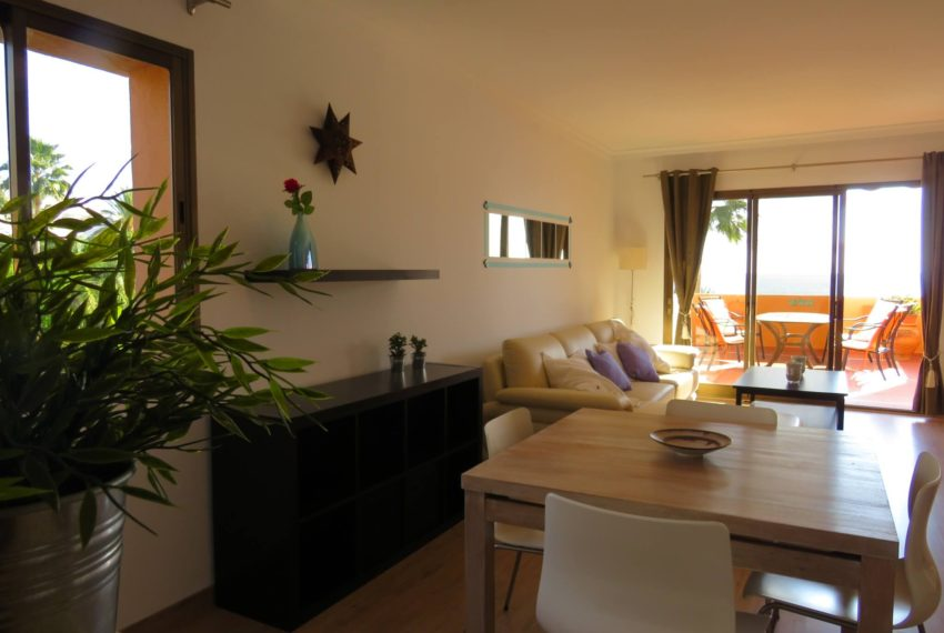 3bedrooms-apartment-buy-sea-views-very-first-line-beach-walking-distance-Estepona-port-kitchen-open