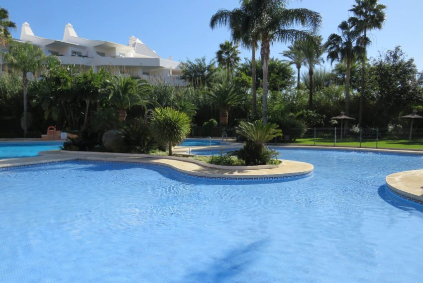 3bedrooms-apartment-buy-sea-views-very-first-line-beach-walking-distance-Estepona-port-swimming-pool