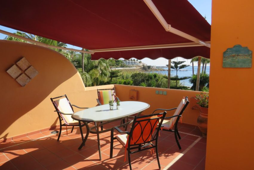 3bedrooms-apartment-buy-sea-views-very-first-line-beach-walking-distance-Estepona-port-terrace-