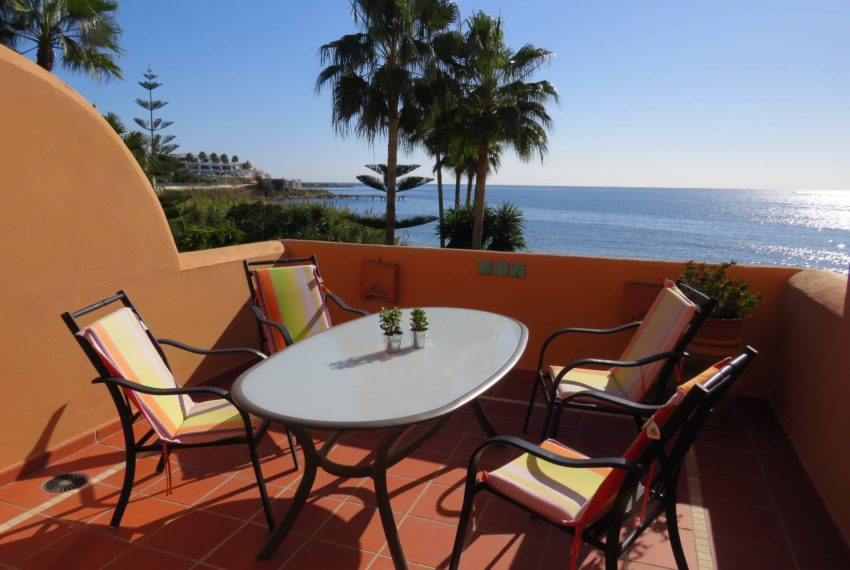 3bedrooms-apartment-buy-sea-views-very-first-line-beach-walking-distance-Estepona-port-terrace