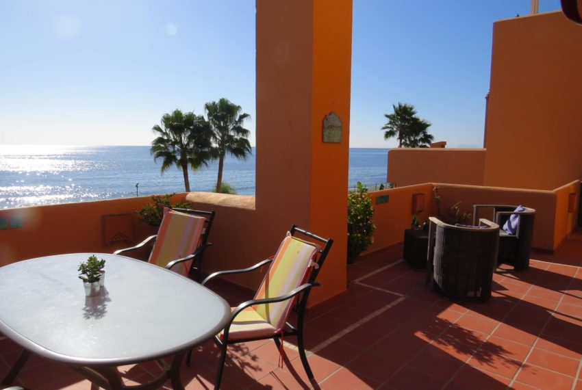 3bedrooms-apartment-buy-sea-views-very-first-line-beach-walking-distance-Estepona-port-terrace-corner