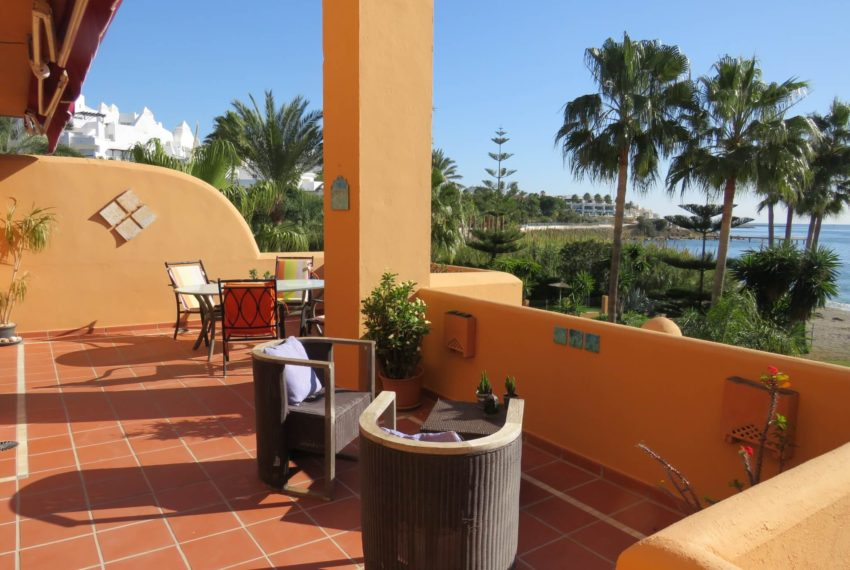 3bedrooms-apartment-buy-sea-views-very-first-line-beach-walking-distance-Estepona-port-terrace-corner-bedroom