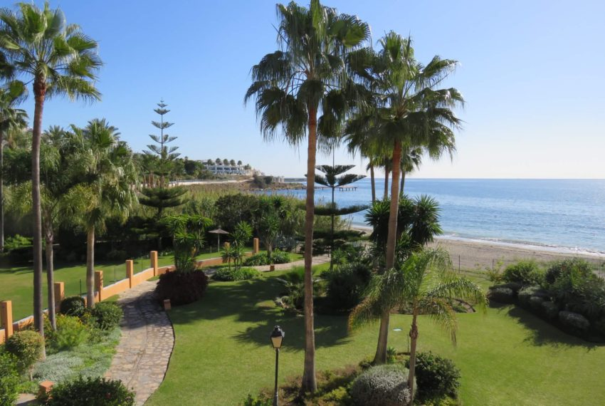 3bedrooms-apartment-buy-sea-views-very-first-line-beach-walking-distance-Estepona-port-terrace-corner-garden