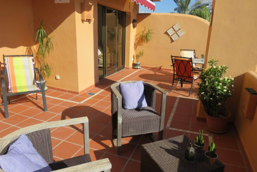 3bedrooms-apartment-buy-sea-views-very-first-line-beach-walking-distance-Estepona-port-terrace-corner-lounge