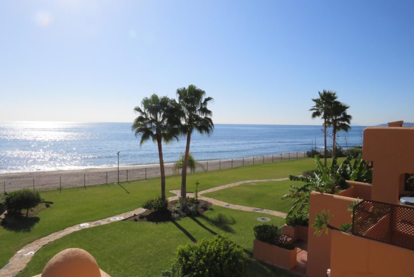 3bedrooms-apartment-buy-sea-views-very-first-line-beach-walking-distance-Estepona-port-terrace-garden-view