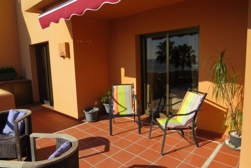 3bedrooms-apartment-buy-sea-views-very-first-line-beach-walking-distance-Estepona-port-terrace-inside