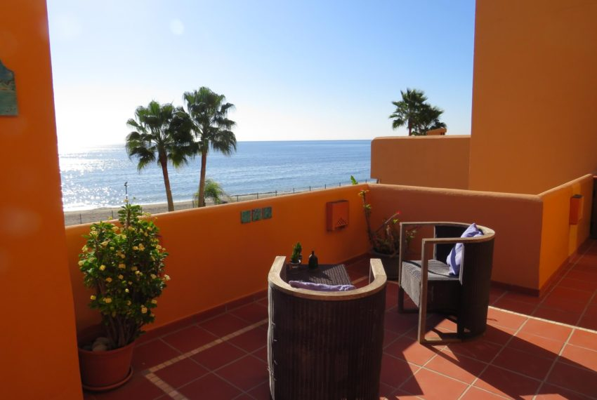 3bedrooms-apartment-buy-sea-views-very-first-line-beach-walking-distance-Estepona-port-terrace-small-table