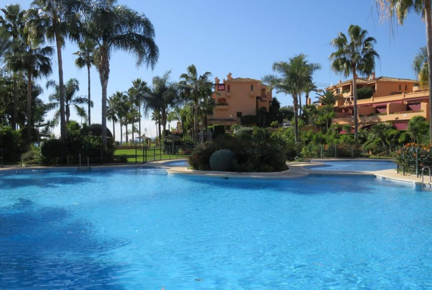 3bedrooms-apartment-buy-sea-views-very-first-line-beach-walking-distance-Estepona-port-urbanization-pool
