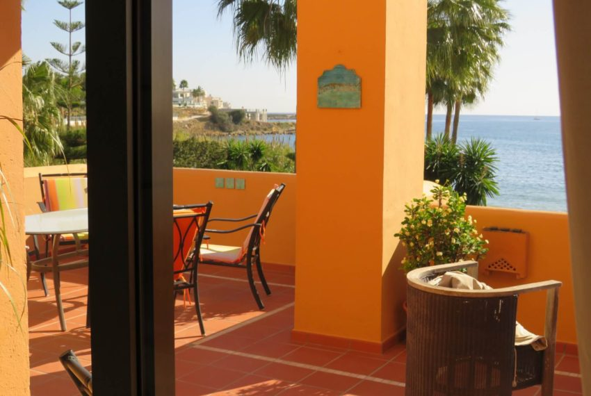 3bedrooms-apartment-buy-sea-views-very-first-line-beach-walking-distance-Estepona-port-view-bedroom1