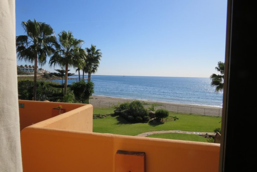 3bedrooms-apartment-buy-sea-views-very-first-line-beach-walking-distance-Estepona-port-view-main-bedroom