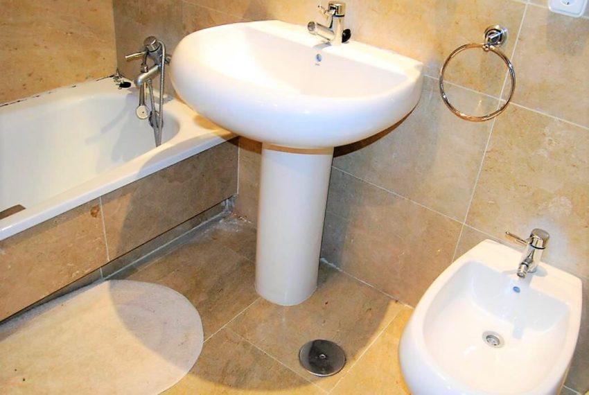 Marina-duquesa-manilva-spain-costa-del-sol-port-palm-sun-rent-bathroom-bath