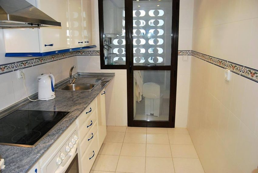 Marina-duquesa-manilva-spain-costa-del-sol-port-palm-sun-rent-kitchen