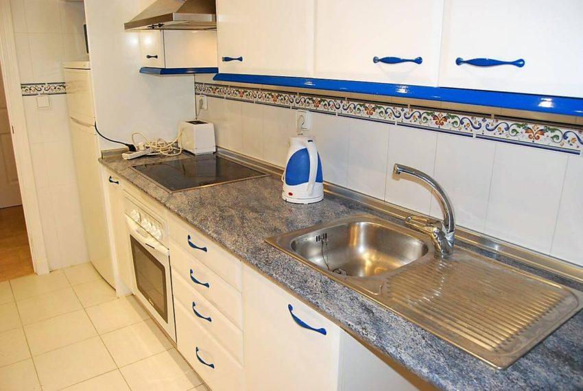 Marina-duquesa-manilva-spain-costa-del-sol-port-palm-sun-rent-kitchen-living