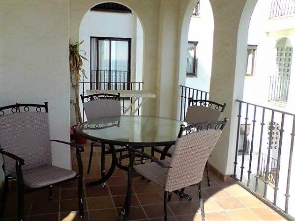 Marina-duquesa-manilva-spain-costa-del-sol-port-palm-sun-rent-terrace