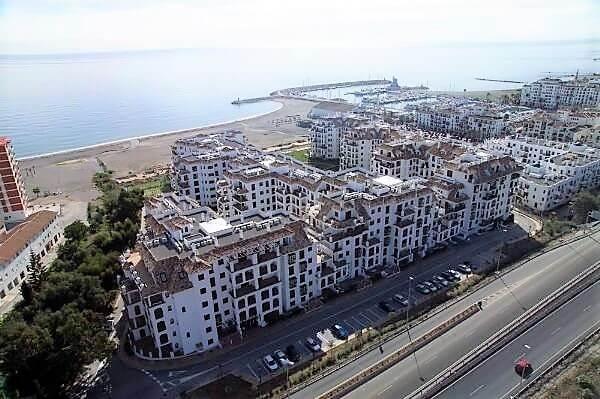 Marina-duquesa-manilva-spain-costa-del-sol-port-palm-sun-rent-view-area-above