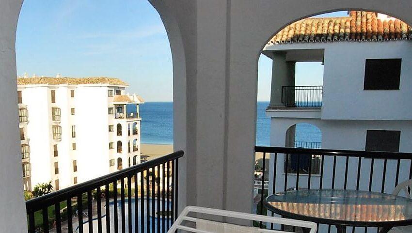 Marina-duquesa-manilva-spain-costa-del-sol-port-palm-sun-rent-view-beach